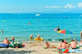 Strand campingplatz gardasee spiaggia d 39 oro camping for Lago con spiaggia vicino a milano